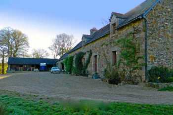 AHIB-1-DN-622 Mur de Bretagne 22530 Lovely Riverside 4 bedroomed farmhouse with 2 acres and 2 horses boxes