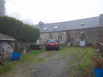 AHIB-3-M2204-2914975 3 bedroomed Longere to finish renovating with 852m² of garden in a pretty hamlet, close to Huelgoat!