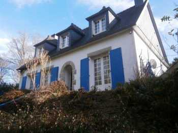 AHIB-M2054-2914887 Spezet Area 29540 A 4 bedroom Neo-Bretonne family house with 2 hectares (ca. 5 acres) of land close to the Nantes-Brest Canal!