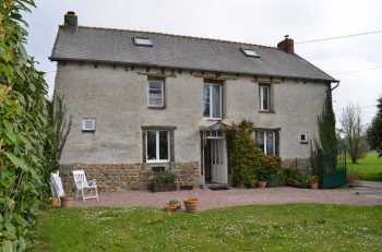 AHIB-1-BB-10079-TH Broons 22250 3 bedroomed detached farmhouse on 2300m2 garden