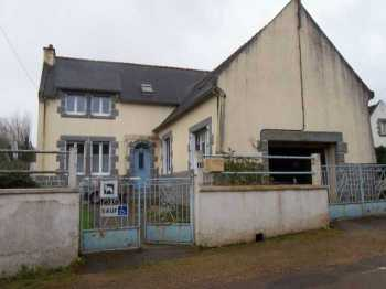 AHIB-3-M2237-2914991 Huelgoat 29690 2/3 bedroomed house with garden of 500m² and garage, needs to be modernised
