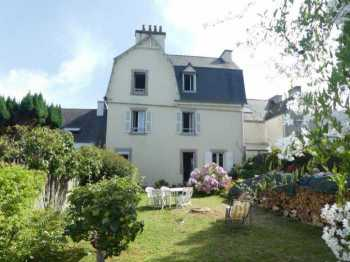 AHIB-3-mon1980 •Locquenole - Large 7 Bedroomed family home between land and sea