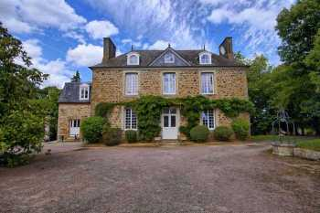 AHIB-1-DN-656 Lamballe 22400 Handsome 5 bedroomed manor house, old coach house on 5730m2