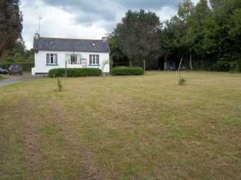 AHIB-3-M2408-29141102 Nr Loqueffret 29530 One bedroom bungalow with 1,690m² of garden in a nice rural area!
