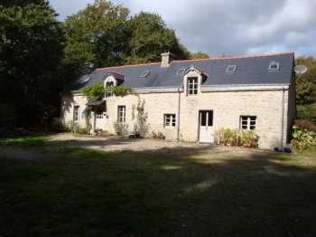 AHIB-2-M625 Ploerdut 56160 Traditional stone built 4 bedroomed Breton farmhouse, with lake, and woodland. 78,760m2