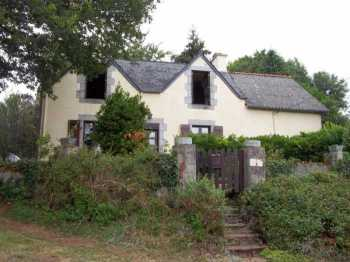 AHIB-3-M2150-2914937 Nr Huelgoat 29690 3/4 bedroom on the outskirts of a village, a pretty house sold furnished with a garage and 7,000m² of garden!