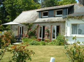 AHIB-1-AM 3 Loguivy Plougras 22780 Wonderfully presented 2 bedroom cottage with 1236m2 garden, detached garage and workshop