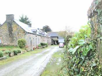 AHIB-1-PI-1772 Saint Thelo 22460  4 bedroomed detached longere with barn, hangar and 1700m2 grounds