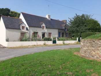 AHIB-2-M212733 Radenac 56500 Detached traditional longere with restored bread oven, situated in a quiet hamlet with 2400m2 grounds