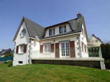AHIB-1-ID2216 : La Cheze 22210 5 bedroomed detached pavillon with basement garage and 987m2 garden