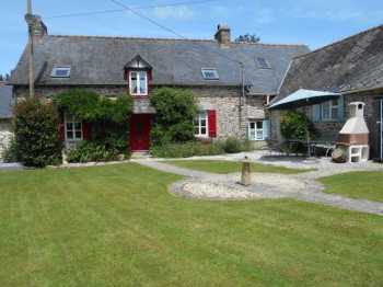 AHIB-1-JS2485 • St Mayeux, Cotes d'Armor • 5 Bedroomed Farmhouse as 2 dwellings on 7,164m2 (1.77 acres)