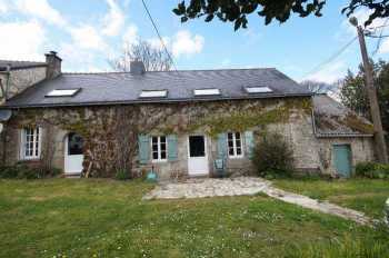 AHIB-2-DN-546 •10 Minutes from Pontivy • Semi Detached 5 Bedroomed Longere 5 with swimming pool on 1,000m2 garden