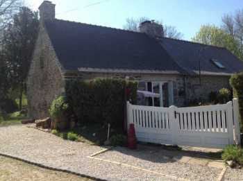 AHIB-3-M1940-2914814 Huelgoat 29690 2 bedroomed detached cottage with 500m2 garden