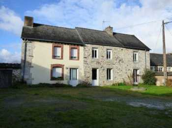 AHIB-1-ID1823 Saint Launeuc 22230 Old Presbytery in two dwellings (one occupied) with courtyard, garden of 1500m2