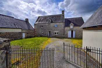 AHIB-2-DN-635 Nr Pontivy 56300 Nice looking 4 bedroomed village house with 1352m² courtyard and garden