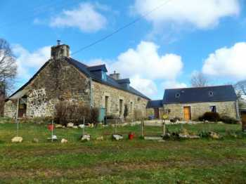 AHIB-3-AM Scrignac 29640 Renovated 4 bedroom stone built longere with workshop, barn and 1/4 acre approx
