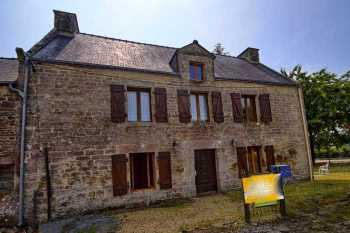 AHIB-2-DN-642 Josselin 56420 Handsome 3 bedroomed character house - edge of village