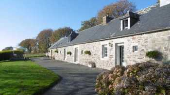 AHIB-1-PO-077 Dualt 22160 A 4/5 bedroom south facing longere with a total land area of 2.19 HA set in a small hamlet with far reaching views over the Breton countryside.