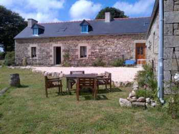 AHIB-3-M2132-2914922 Scrignac Area 29640 Pretty 3/4 bedroomed rural longère, no neighbours, an outbuilding for a future gite with 1,075m² of garden!