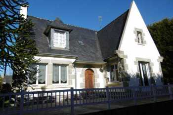 AHIB-3-PO-001 - Guerlesquin 5 Bedroomed House on 3,903m2 of Land