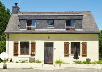 UNDER OFFER AHIB-2-M213616 Saint-Gilles-du-Mene 22330 Detached, 2 bedroomed, traditional style maison, which is over 3 floors, situated with walking distance to the village of St Gilles du Mene. 700m2 garden