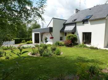 AHIB-2-M211095 La Chapelle-neuve 56500 Beautiful, detached traditional 3 bedroom property over 3 floors, with scope to increase the living accommodation if required or have a separate artist studio/office.