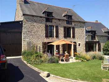 AHIB-1-AA10119-G Jugon les Lacs 22270 Detached 4 bedroomed stone house with country views on 1.25 acres