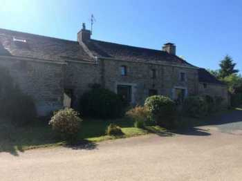 AHIB-3-M2130-2914927 Huelgoat 29690 Beautiful longere, totally modernized with garden and garages in a little hamlet!