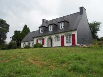 AHIB-3-M2152-2914945 Nr Plougonven 29640 A lovely Neo-Bretonne surrounded by 2,5 hectares of land, outbuildings, and no close neighbours!
