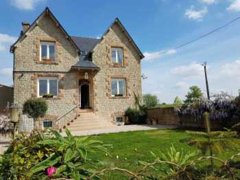 AHIB-1-YL-2650 Nr Mur de Bretagne 22530 Detached 4 bedroomed modernised house with 2500m2 garden and lovely open views... on its own with hangar/barn