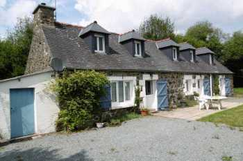 AHIB-1-PO-064 Plusquellec 22160 Pretty 2 bedroomed longère with 1 bed annexe, workshop and 977m2 garden