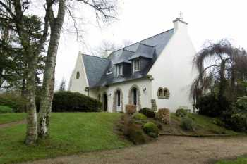 AHIB-3-PO-080 Carhaix Plouguer 29270 Spacious 5 bedroomed house with 4560m2 garden