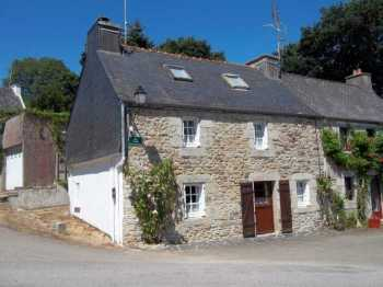 UNDER OFFER AHIB-1-M2148-2914939 Huelgoat 29690 Very pretty semi-detached stone house in a lovely village, gardens, garage, and in the Regional Park!