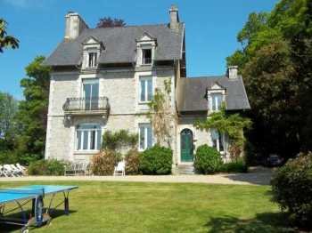 AHIB-3-M2113-2914918 Huelgoat 29690 Splendid 5 bedroomed Maison de Maître with 3,000m² of garden, secluded, and facing the lake in Huelgoat!  Hi
