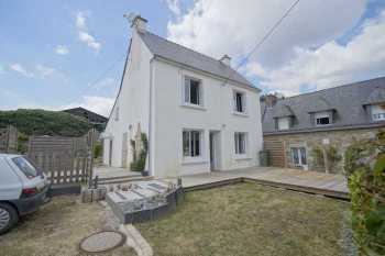 AHIB-2-DN-603 Camors 56330 Pretty 4 bedroomed house with enclosed garden and off road parking