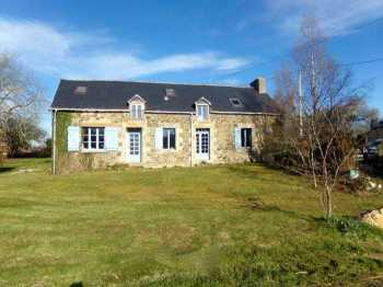 AHIB-2-ME-1818 Brehan 56580 Gorgeous, beautifully renovated 5 bedroomed longere in country setting with 1322m2 located