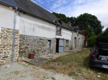 AHIB-1-ID2293 Plumieux 22210 Terraced house to renovate with 1/4 acre