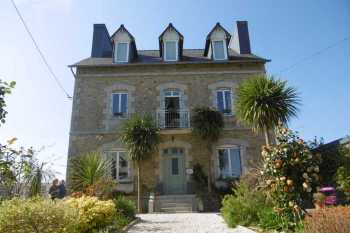 AHIB-PO-084 • Callac, Cotes d'Armor • 6 Bedroomed House s working B&B on 685m2 gardens