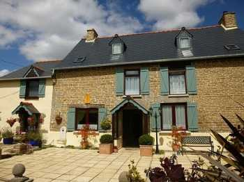 AHIB-2-M2050892 Meneac 56490 Detached, renovated, traditional stone house, with 6 bedrooms,3 bathrooms, situated in a little hamlet within the commune of Meneac, rural location but not isolated. 2577m2 garden