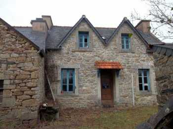 AHIB-3-M2051-2914892 Huelgoat Area 29690 Property to finish renovating, 3 stone houses with garden in a lovely village!