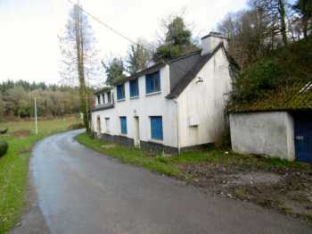 AHIB-1-PO-44 Mael Carhaix 22340 A pair of semi detached houses close to the popular village of mael Carhaix.