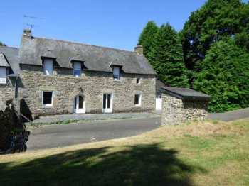 AHIB-1-ID2270 Gomené 22230 3 bedroomed detached stone house with 2.5 acres!