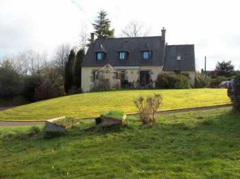 AHIB-3-M2085-2914889 Huelgoat 29690 Appealing 5 bedroomed house with 2 acres and a stream... how lovely is that?