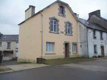 AHIB-3-M2434-29141116 Loqueffret 29530 A large 3 bedroom village house, habitable, but needs some cosmetic work! NO GARDEN
