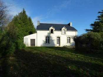 AHIB-1-ID2419 Nr La Prenessaye 22210  Detached 3 bedroom rather pretty house with over an acre!
