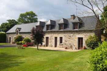 AHIB-1-ID1514 Le Mene/Plessala Dir.Moncontour 22330 Completely renovated 4/5 bedroomed Longère with hangars and 5848m2 grounds.