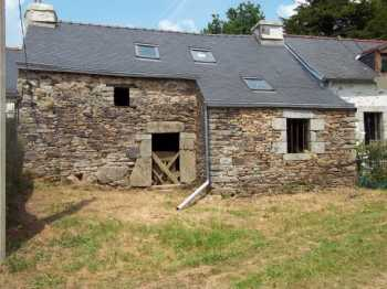 AHIB-3-M1759-2914709 Huelgoat 29690 Stone terraced house for renovation with a little garden in a hamlet of the Regional Park!