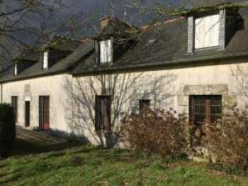 AHIB-1-JS024 Corlay 22320 5 bedroomed farmhouse with outbuilding on half an acre