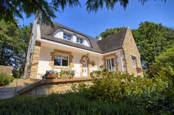 AHIB-2-DN-601 Melrand Beautiful 4 bedroomed (2 on ground floor) neo-Breton house with gorgeous 5800m2 garden and 2 garages.