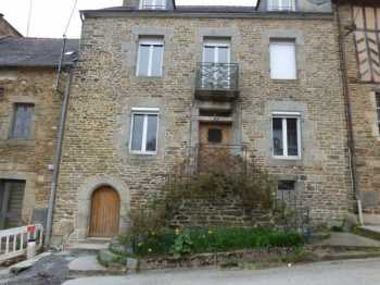 AHIB-1-ID1628 • La Trinité Porhoet 56490 • 4 Bedroomed House with 542m2 garden